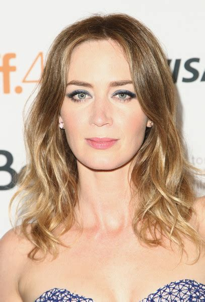 blunt hairstyles mid length emily blunt medium wavy cut hair lookbook stylebistro