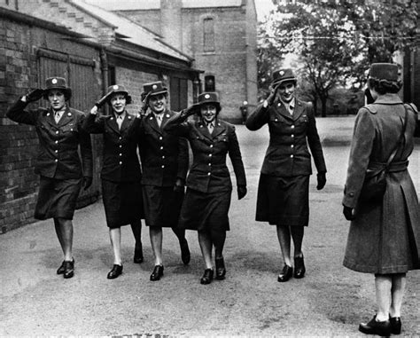african americans in world war ii wacs images a look at women s military service dailyherald com