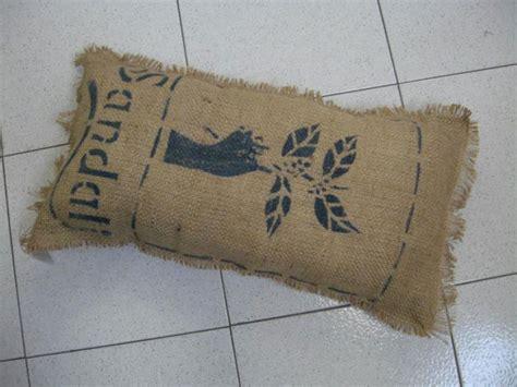 cuscini originali caffen dai sacchi di juta originali cuscini caffen