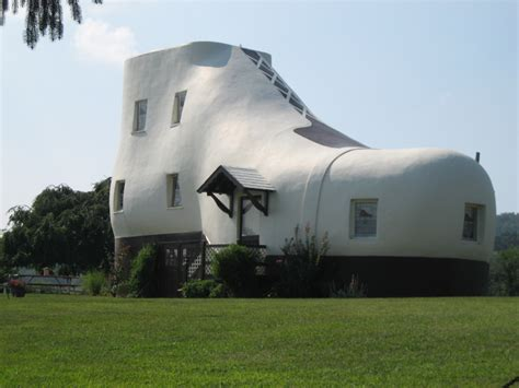 shoe house pa top 7 weirdest buildings you ll see on vacation trip sense tripcentral ca