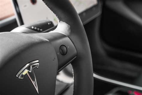 Steering Wheel Shakes 100 Km Tesla Model 3 Dix Choses Que Vous Devez Savoir Motor