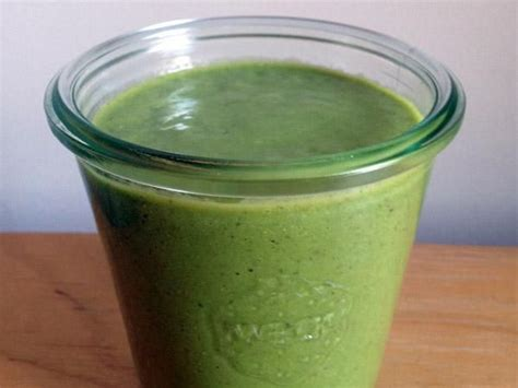 Kale Smoothie For Detox by Hale To The Kale Delectable Detox Smoothie Saloni Health