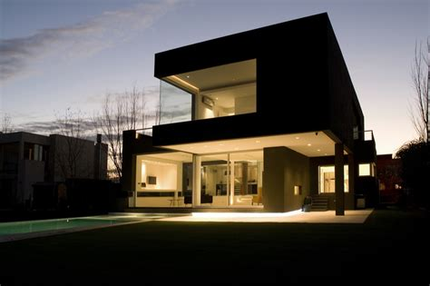 the house is black the black house by andres remy arquitectos karmatrendz