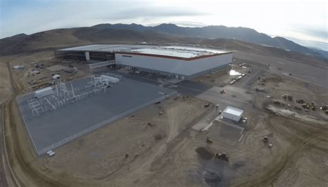 tesla to power nevada gigafactory entirely with solar pv