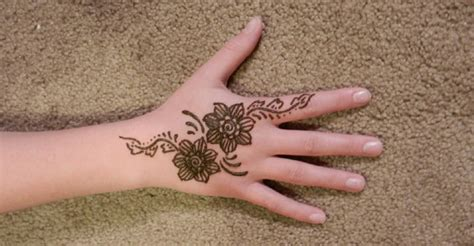 these 10 mehndi designs for kids are as bright as they are