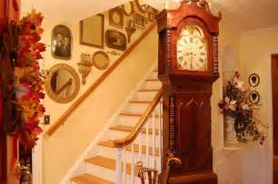Ideas To Decorate Staircase Wall Stairway Wall Decorating Ideas Plushemisphere