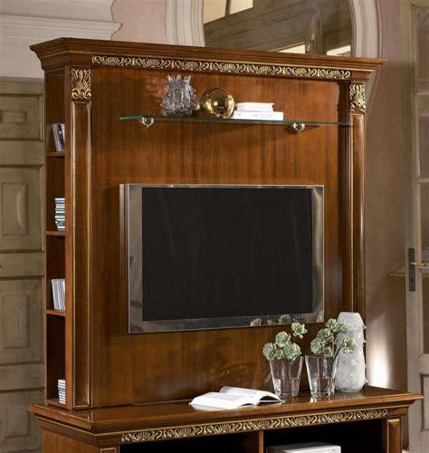mobili in stile classico alzata per porta tv con ripiani in stile classico di