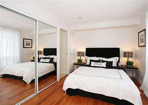 Cermin Dinding Kamar Mandi menyulap desain interior rumah minimalis menjadi luas dan