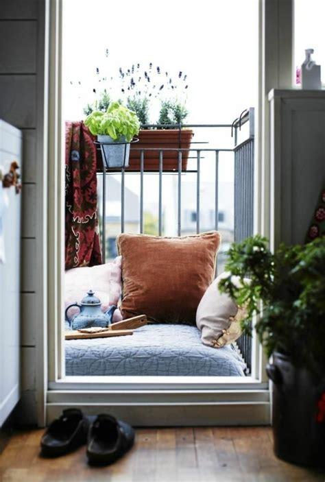 kleiner balkon einrichten kleinen balkon gestalten laden sie den sommer zu sich ein