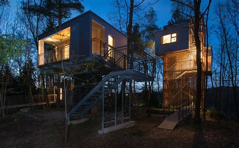modern tree house modern treehouse retreat ideas