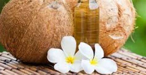 membersihkan wajah    pakai minyak kelapa