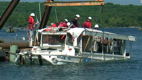 boat crash missouri missouri duck boat accident coast guard raises vessel to