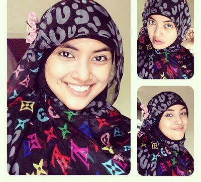 tutorial hijab pashmina warna hitam hijab bunga pink dan pashmina hitam bercorak warna warni
