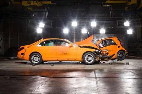 smart car crash 2017 smart fortwo cabrio drops its top in detroit