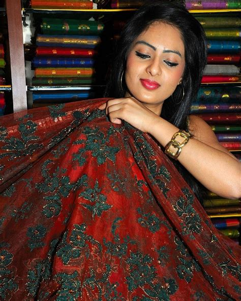 Coole Häuser by Nikesha Patel In Cool Saree Tamil