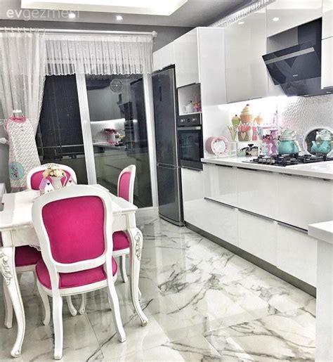 pin beyaz modern mutfak tezgah tasarimi on pinterest beyaz mutfak fuşya modern mutfak mutfak mutfak masası