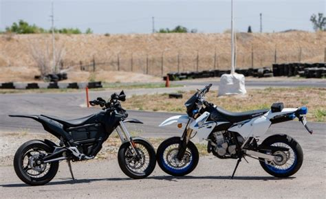 Suzuki Electric Motorcycle Electric Vs Gas Supermoto Shootout Zero Fx Or Suzuki Dr