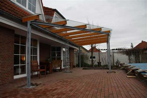 terrassendach glas holz terrassendach aus stahl glas und leimbindern s 228 ule mit