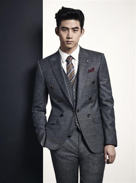 imagenes de ok taecyeon 2pm テギョン 完璧なスーツの着こなしで今年の秋冬をリードするメンズスタイルを提案 entertainment