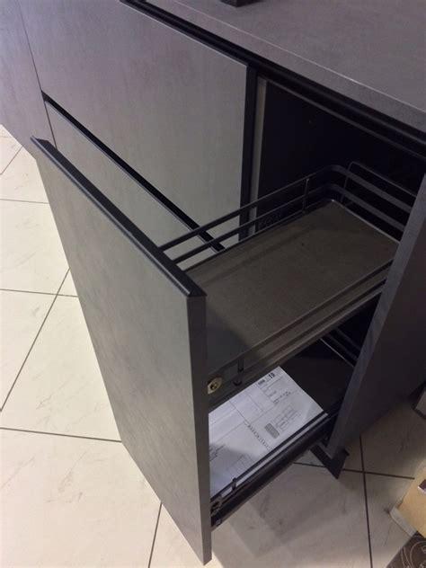 cucina grigio scuro cucina dibiesse effetto cemento grigio scuro e bianco