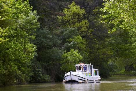 midi canal boat holidays boat hire on the canal du midi france boating holidays