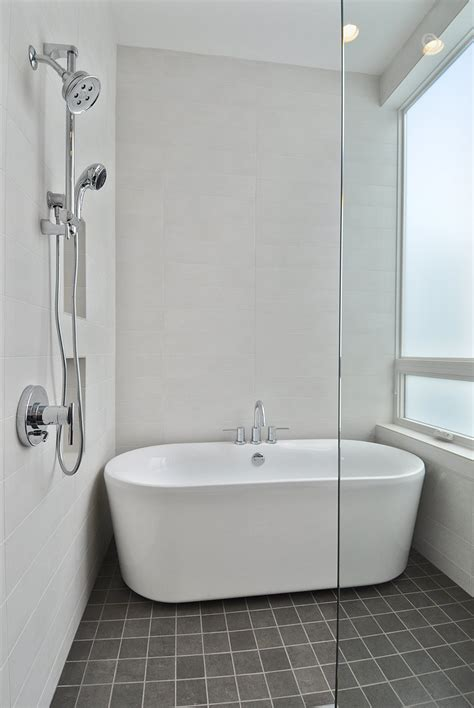 bathtubs showers combo white bathroom decor decosee com