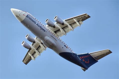 brussels airlines r駸ervation si鑒e brussels airlines adds routes to compete with ryanair