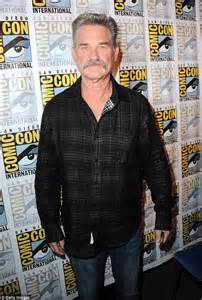 oliver hudson kurt russell father kurt russell says oliver hudson is on better terms with