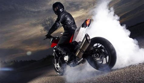 Motorrad Burnout Videos by Motorcycle Burnout Ktm Rc200 Yamaha Fz Youtube