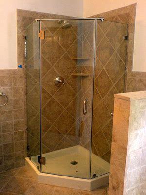 cristal templado en puerta de regadera y puerta de pvc con aglomerado principal