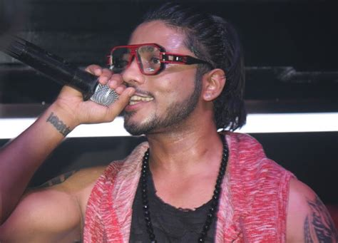rafatar singer pic raftaar lounge opens in delhi global fashion street