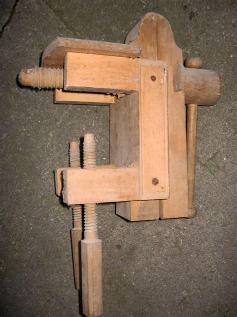 Fabriquer Un Etau En Bois 3274 grand etau en bois d etablis