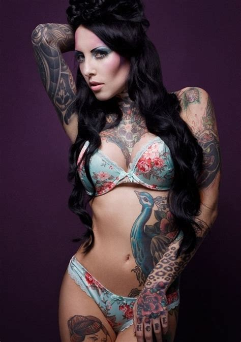 tattoo on hot body girls here is the sexiest tattoo designs for you