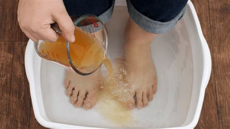 Apple Cider Vinegar Baking Soda Listerine Foot Detox by How To Detox Your Apple Cider Vinegar Foot Soak