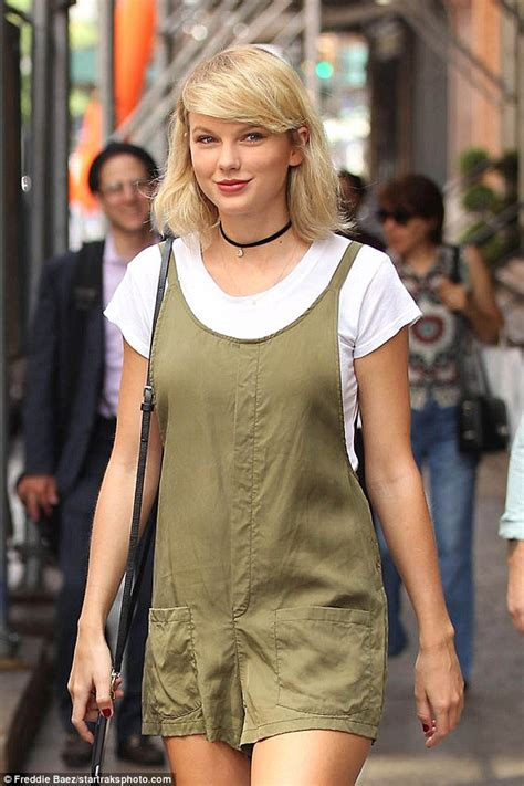 Taylor Swift flashes side glance in NYC while looking cute