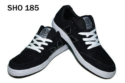 Model Dan Sepatu Skechers Trend Sepatu Boot Pria 2014 Holidays Oo