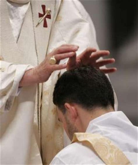 imagenes de sacerdotes orando audiencia general orden sacerdotal catoliscopio com