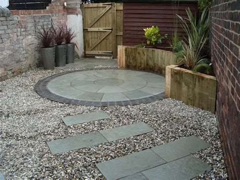 Paving Ideas For Small Back Gardens Garden Design Garden Paving Ideas Pictures
