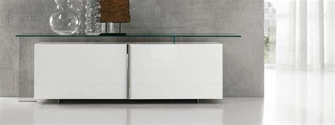 mobili da soggiorno bassi madie mobili bassi per contenere cose di casa