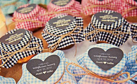Unique Wedding Giveaways Ideas - wedding favors inexpensive wedding favors bridesmaids gifts groomsmen gifts