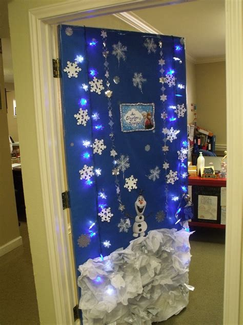 holiday door decoration frozen inspiration