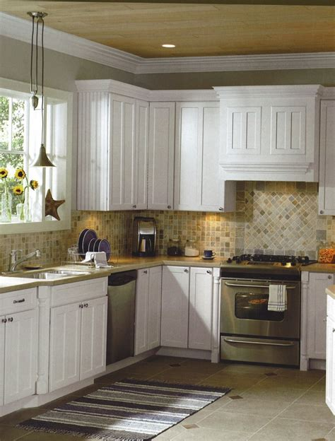 backsplash with white kitchen cabinets 1000 images about kitchen tile on