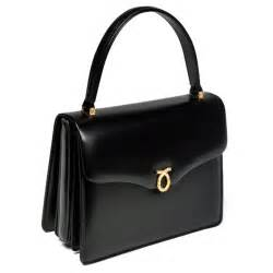queen elizabeth handbag the queen causes launer london handbags sales to rise