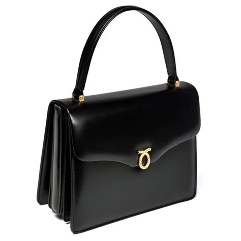Queens Purse | the queen causes launer london handbags sales to rise