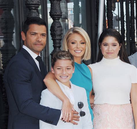pictures of kelly ripas children all my children s kelly ripa and mark consuelos fight over