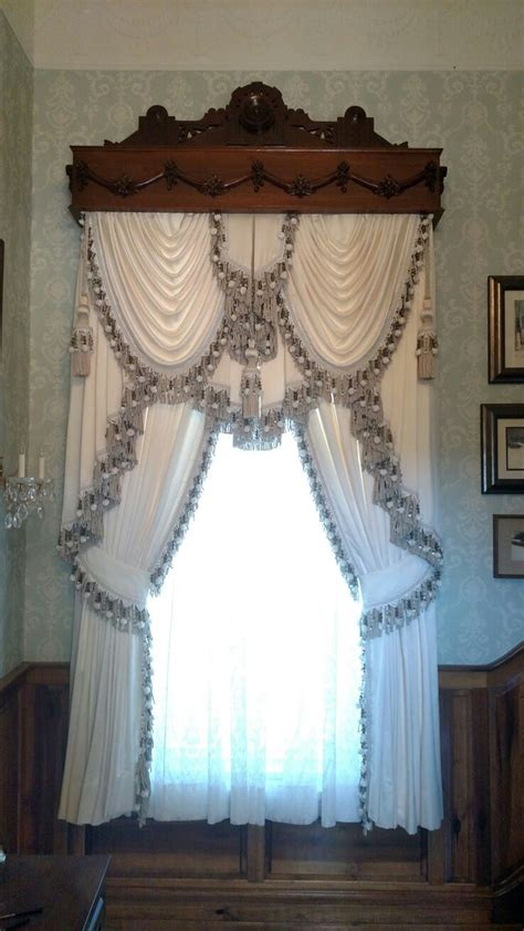 Swags And Cascades Curtains 616 Beste Afbeeldingen Curtains And Swags Op Pinterest Raambekleding Volant Gordijnen En