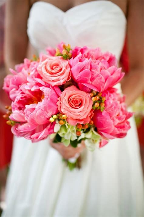 best flowers for weddings best wedding bouquets of 2014 belle the magazine