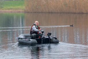 rubberboot voor karpervissen karpervissen h 233 t visblad sportvisserij nederland
