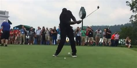 worst golf swings shaq provides one of the worst golf swings you ll ever see
