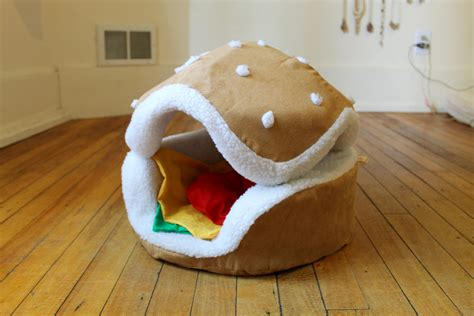 hamburger cat and small bed different by
